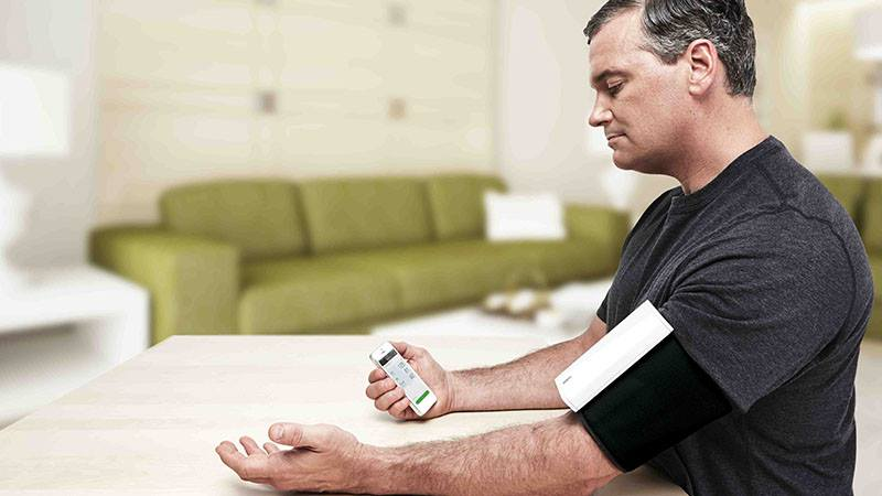 Measuring Blood Pressure on CardioArm
